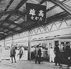 高雄車站最後一列地面軌道火車開出 千人拍照留住記憶